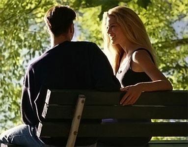 Как возбудить девушку поцелуем