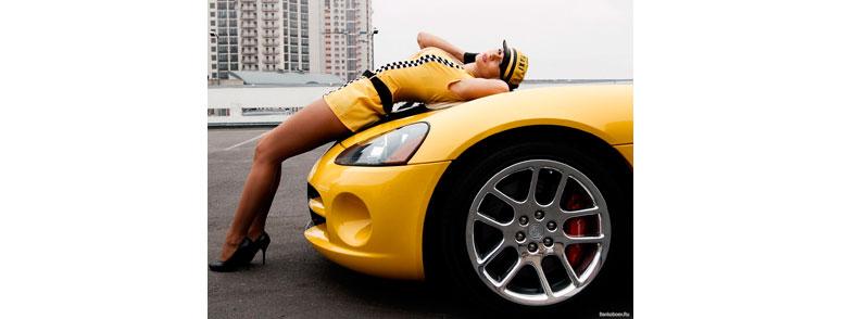 девушка таксист