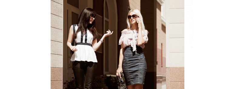 девушка с подругой